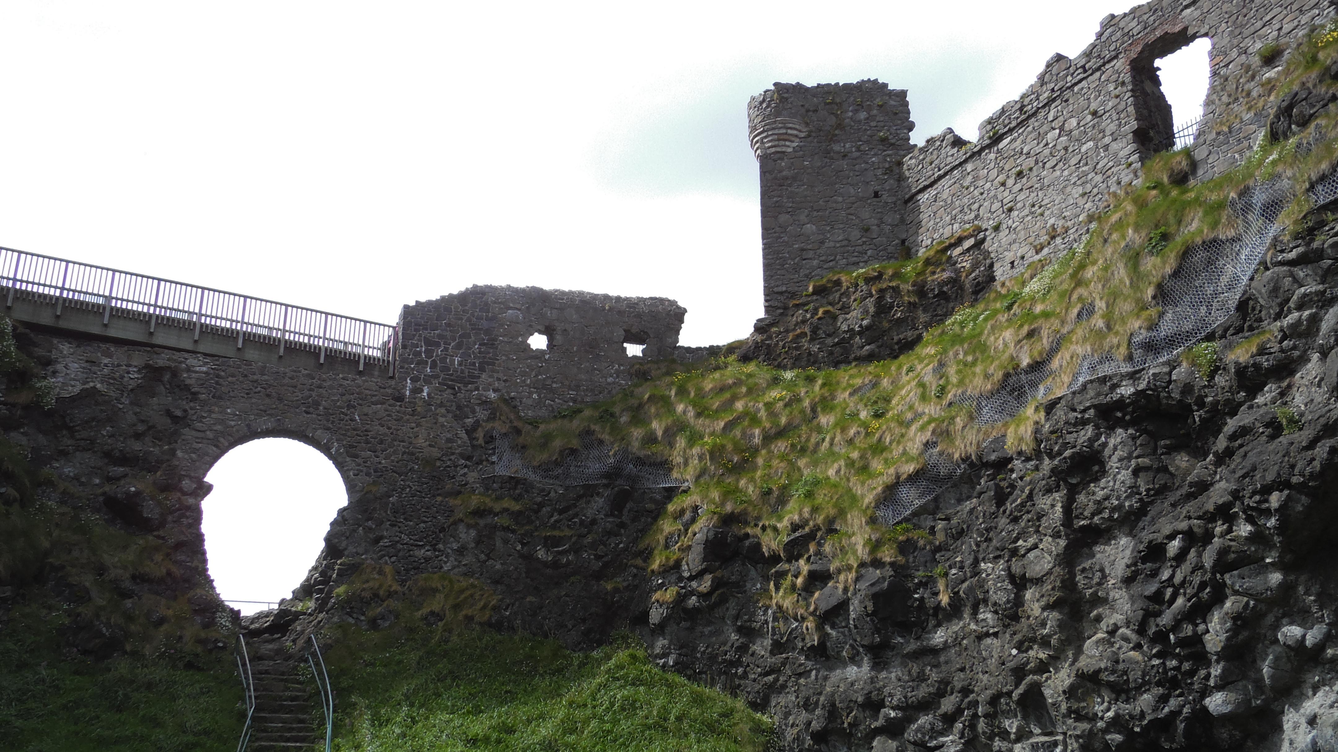Dunluce Castle von unten
